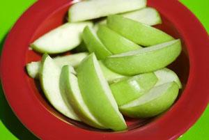 sliced green apple for coleslaw