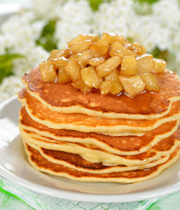 pancakes with apple cinnamon topping