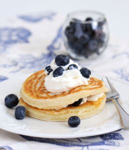 pancakes with cream cheese topping