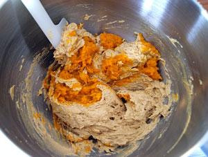 stirring pumpkin puree