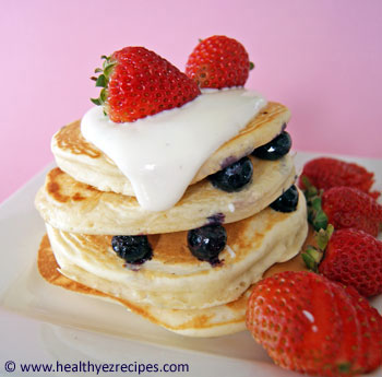 berry yogurt pancakes